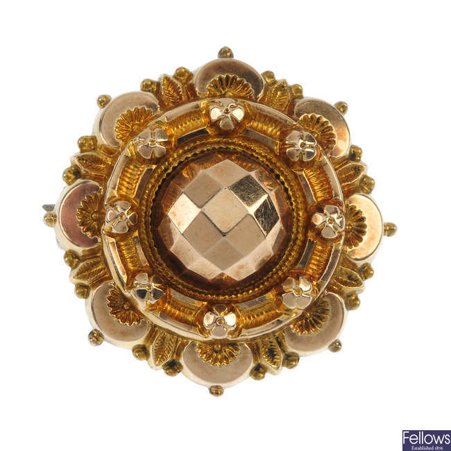 A late Victorian 9ct gold sentimental brooch.