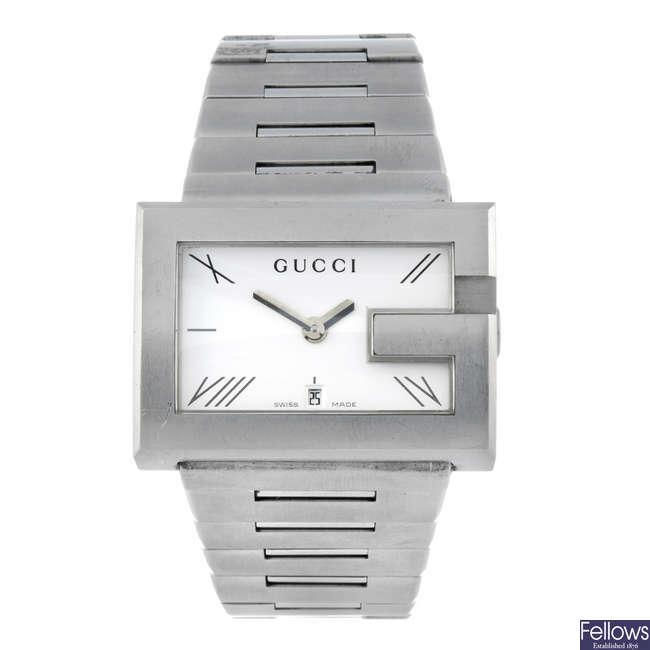 GUCCI - a gentleman's stainless steel 100M bracelet watch.