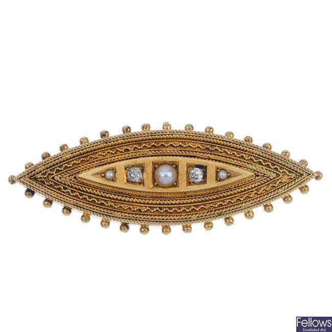A late Victorian 15ct gold split pearl and diamond memorial brooch.