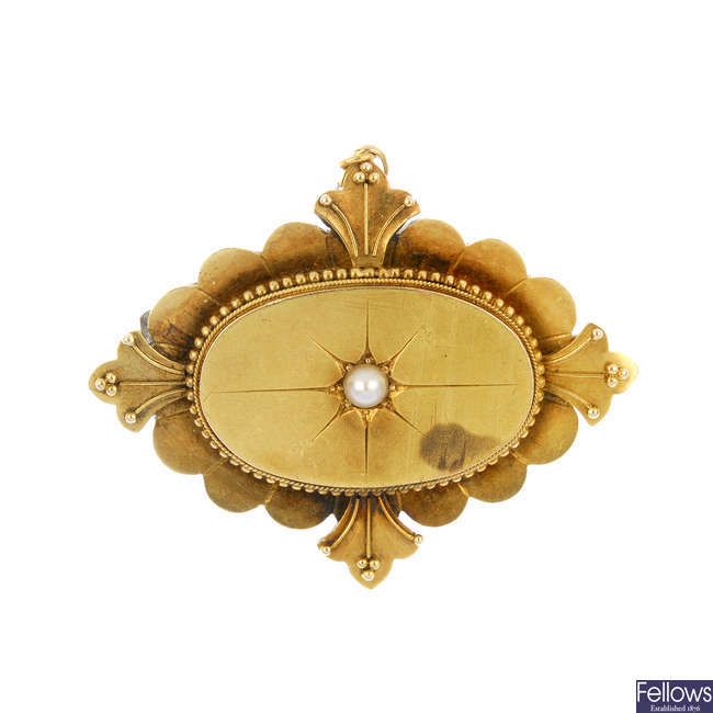 A late 19th century 15ct gold split pearl brooch.