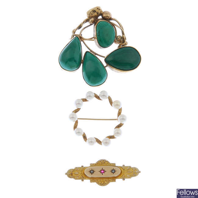 A late Victorian 9ct gold gem-set brooch and two later 9ct gold brooches.