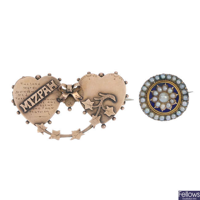 Two items of late Victorian jewellery.