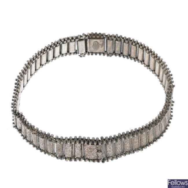 A late Victorian silver collar.