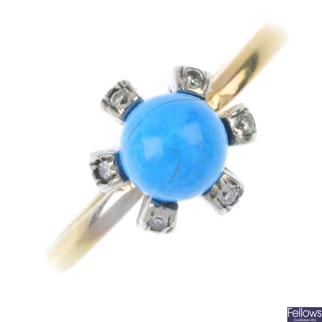 An 18ct gold dyed howlite dress ring.