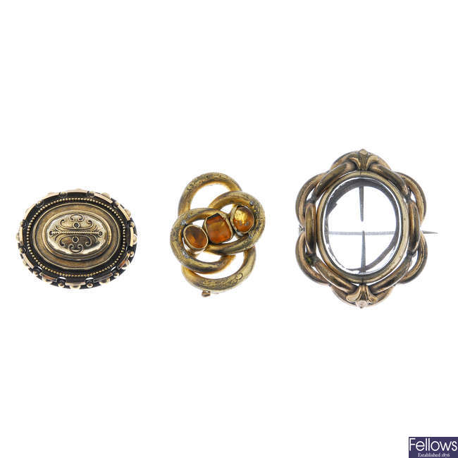 A selection of late 19th century jewellery.