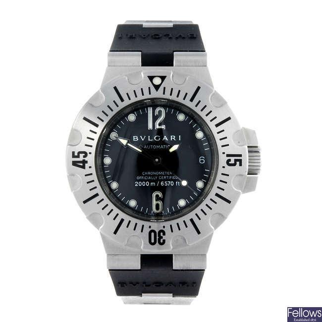 BULGARI - a gentleman's stainless steel Scuba Diagono Professional 2000M wrist watch.