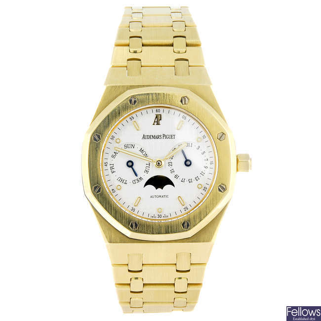 AUDEMARS PIGUET - a gentleman's 18ct yellow gold Royal Oak bracelet watch.