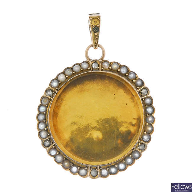 An early 20th century 9ct gold split pearl and diamond locket.