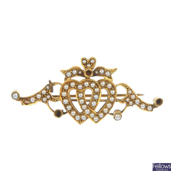 An early 20th century 15ct gold split pearl floral pendant and a brooch.