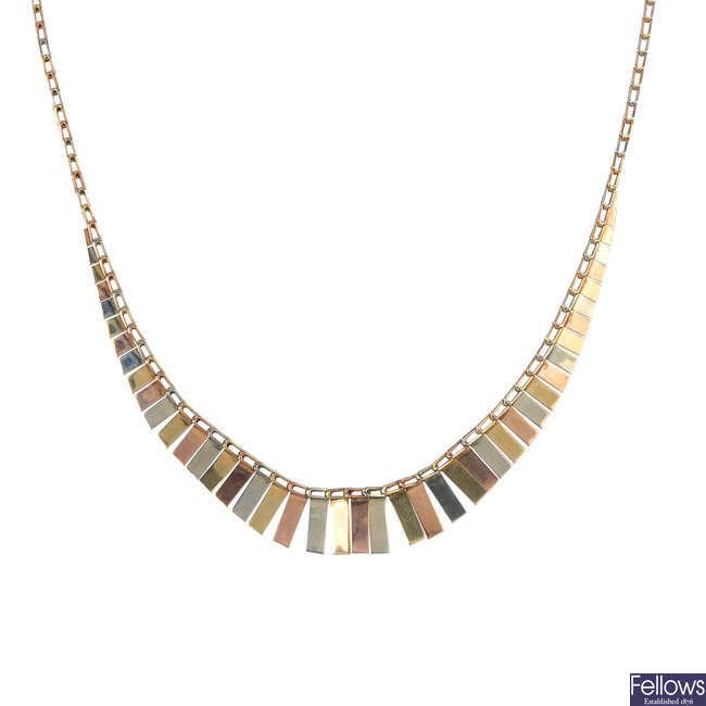 A 9ct gold fringe necklace.