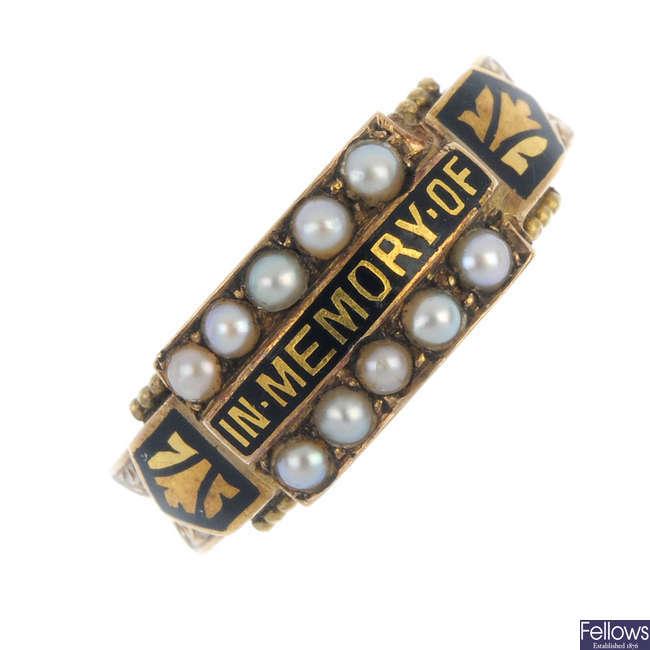 An Edwardian 15ct gold memorial ring.