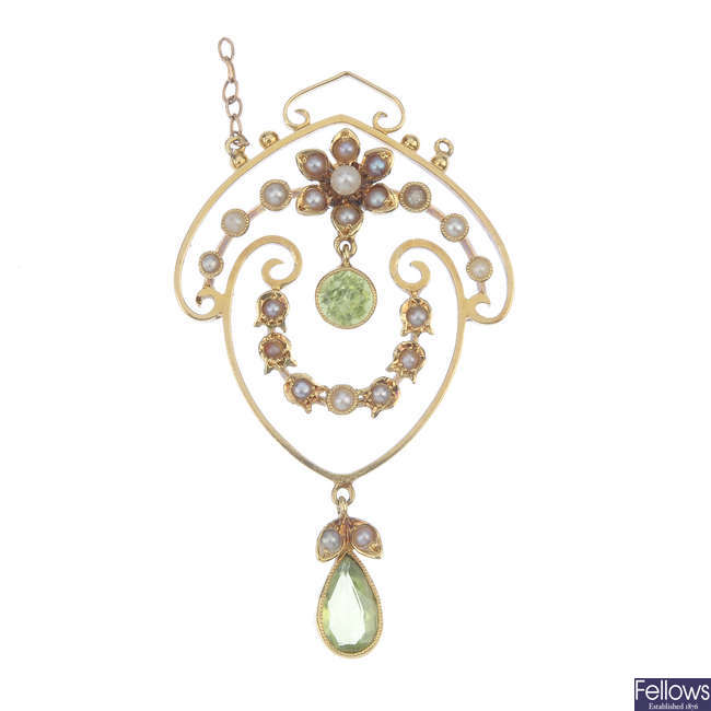 An early 20th century 15ct gold peridot split and seed pearl pendant.