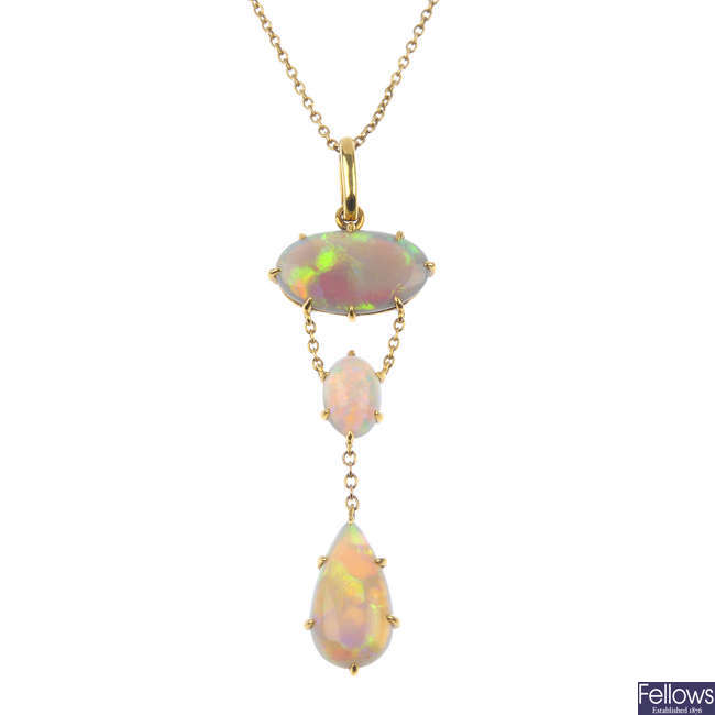 An opal pendant, with chain.
