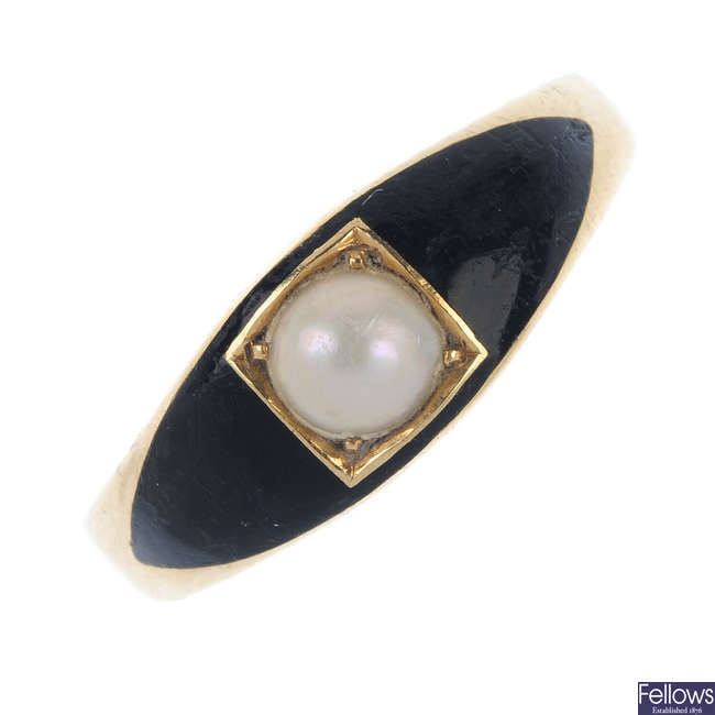 An early 20th century 18ct gold enamel and split pearl memorial ring.