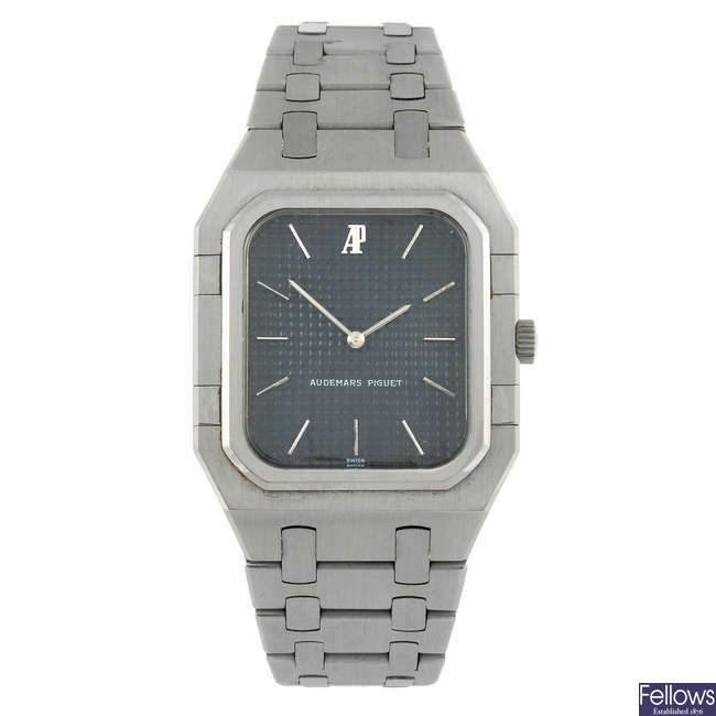AUDEMARS PIGUET - a gentleman's stainless steel Royal Oak bracelet watch.