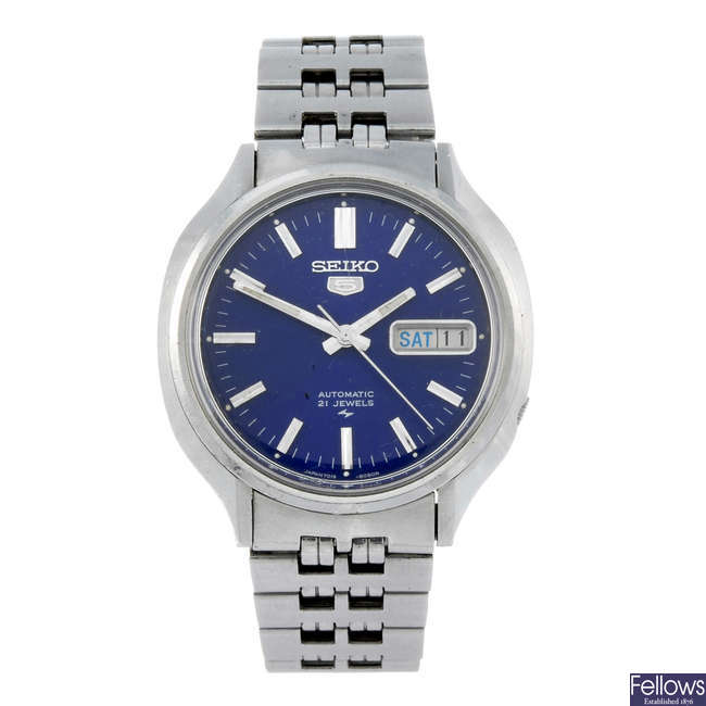 SEIKO - a gentleman's bracelet watch together with a lady's stainless steel bracelet watch.
