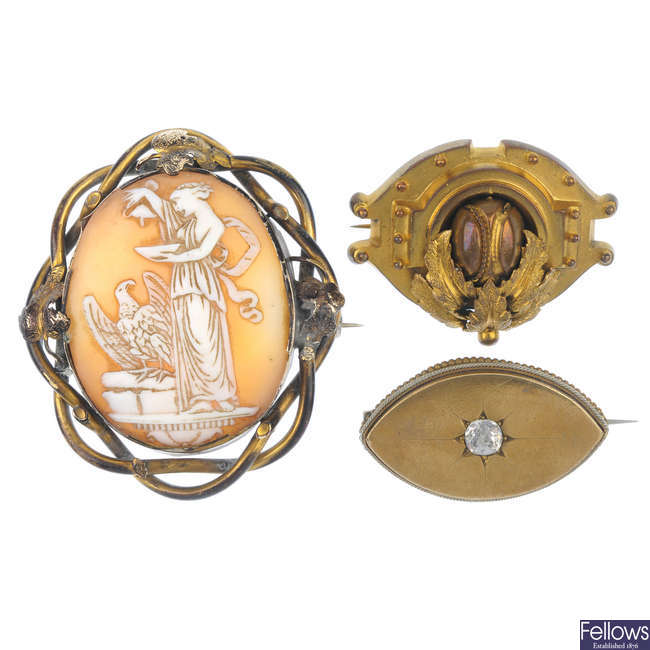 A selection of mainly late 19th century brooches.