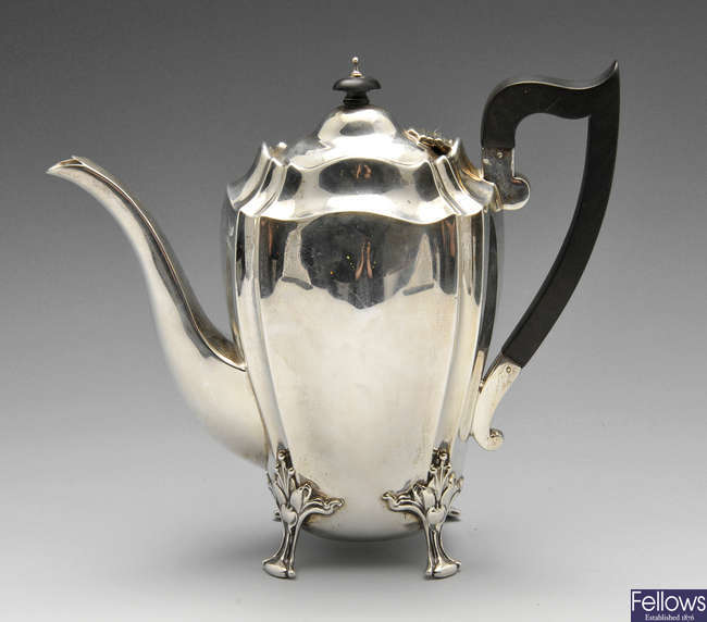 An Edwardian silver hot water pot.