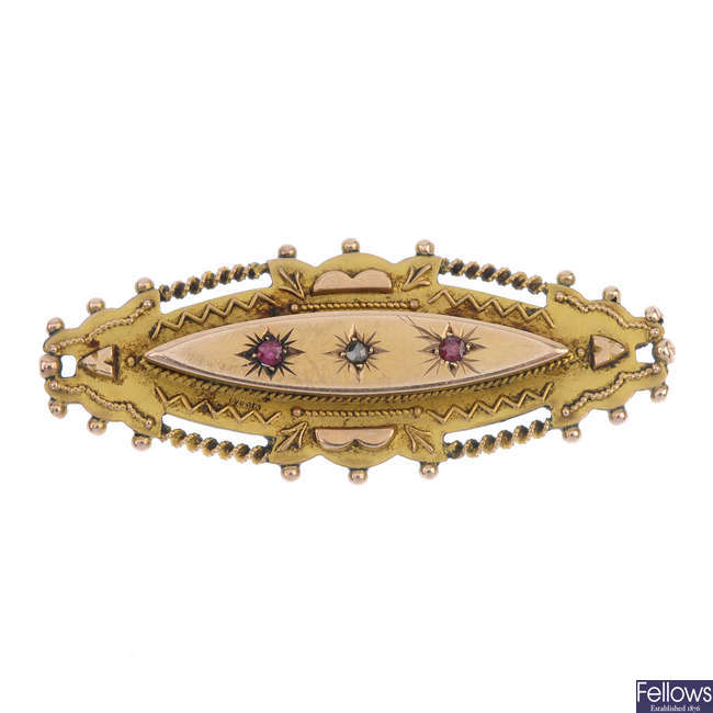 An early 20th century 9ct gold brooch.