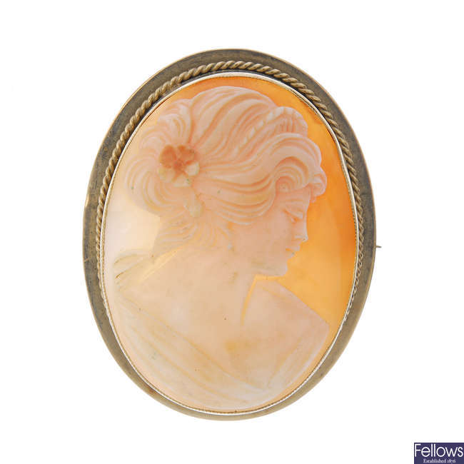A 9ct gold cameo brooch.
