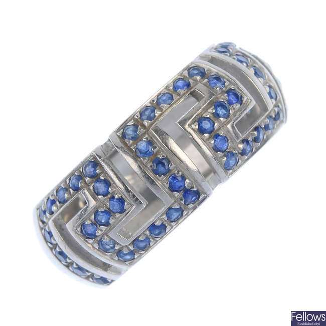 VERSACE - an 18ct gold sapphire band ring.