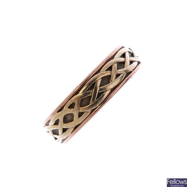 CLOGAU - a 9ct gold 'Annwyl' band ring.