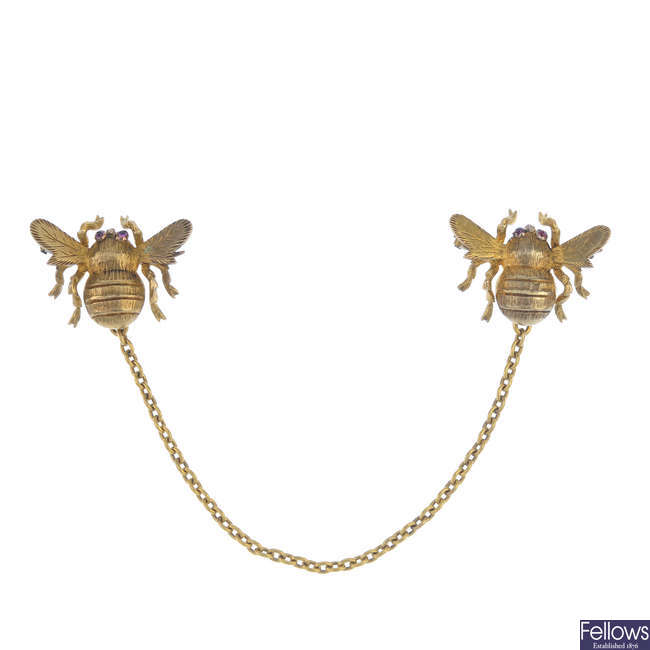 A pair of early 20th century 15ct gold bumble bee scatter pins.