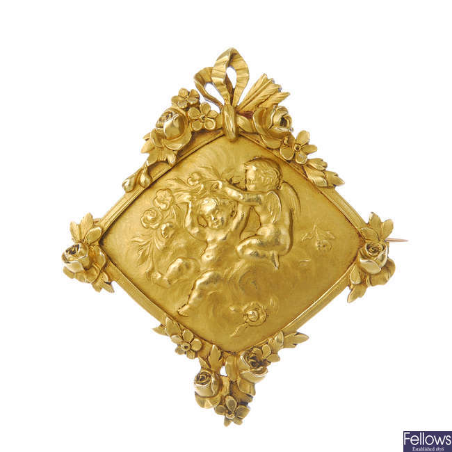 An early 20th century gold foliate panel brooch.