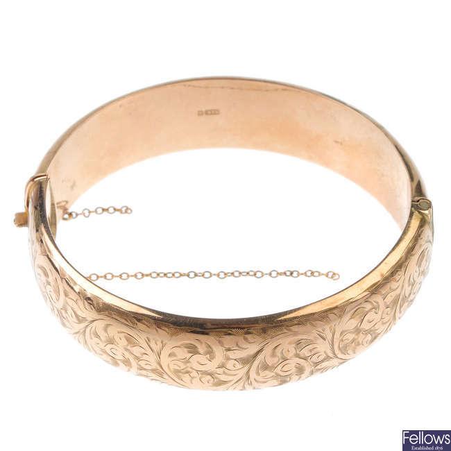 A 1950's 9ct gold hinged bangle.