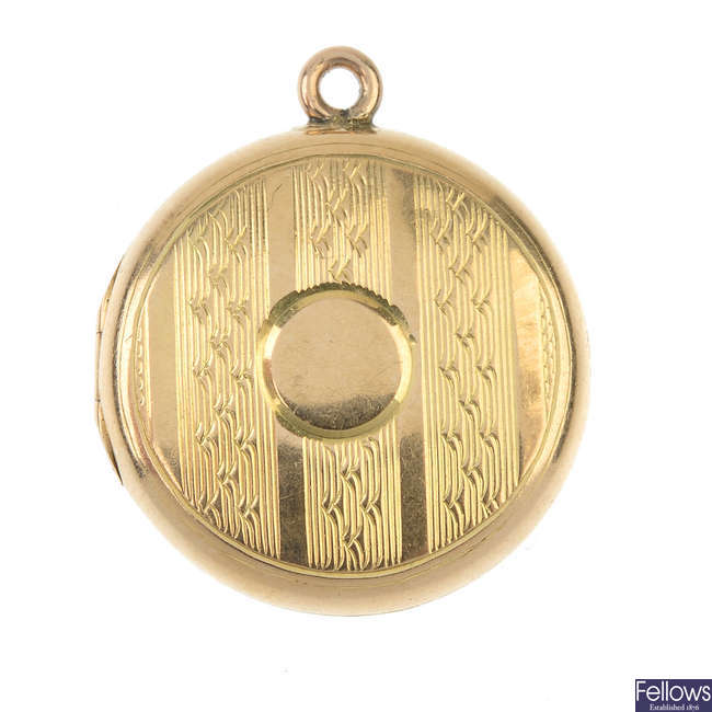 An early 20th century 15ct gold locket.