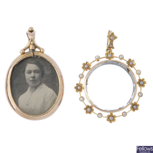 Two early 20th cenutry photograph pendants.