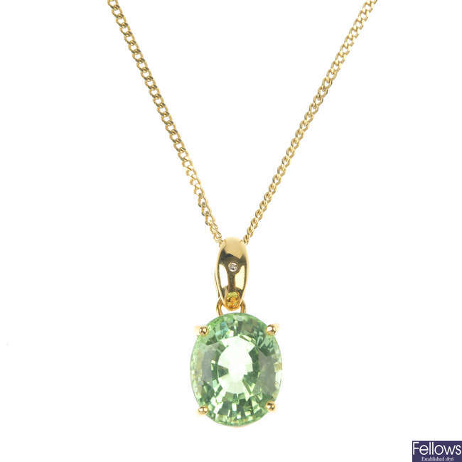 An 18ct gold tourmaline single-stone pendant, with chain.