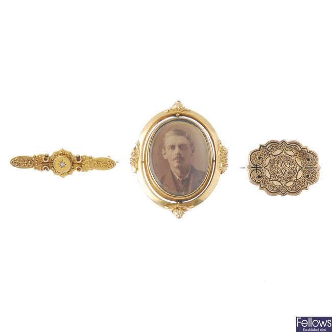 Three late Victorian brooches.