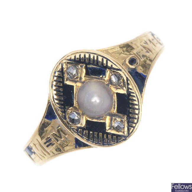 A mid Victorian 18ct gold mourning ring.