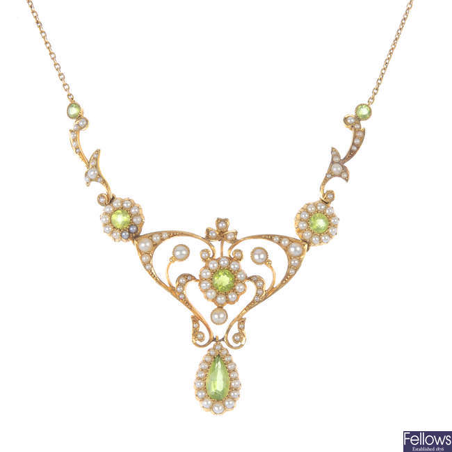 An early 20th century 15ct gold peridot and split pearl necklace.