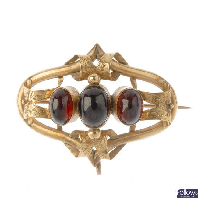 A late Victorian 9ct gold garnet cabochon brooch.