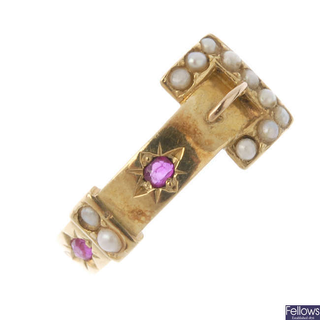 A mid Victorian 15ct gold buckle ring.