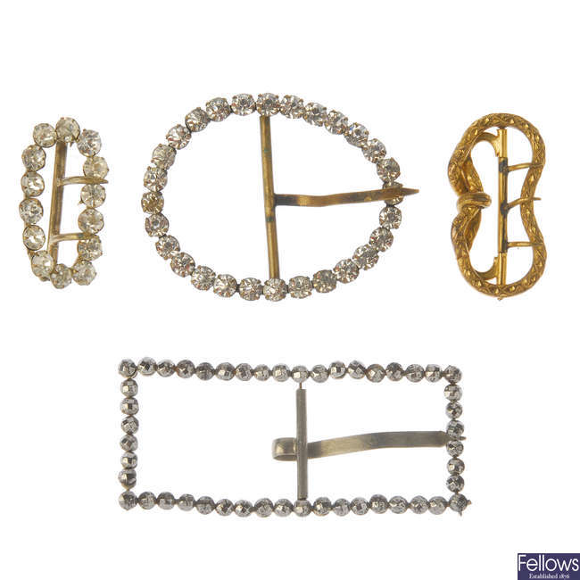 A selection of mainly late 19th to early 20th century jewellery.