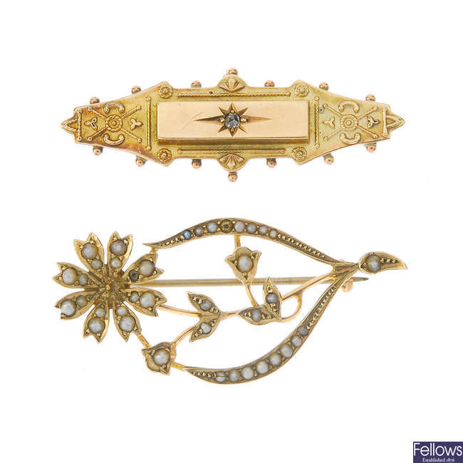 Two late 19th to early 20th century 9ct gold gold brooches.