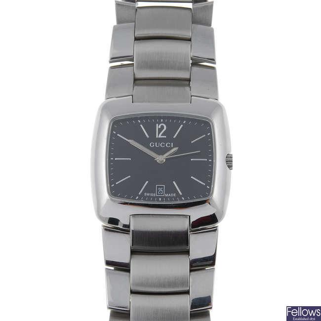 GUCCI - a gentleman's stainless steel 8500M bracelet watch.