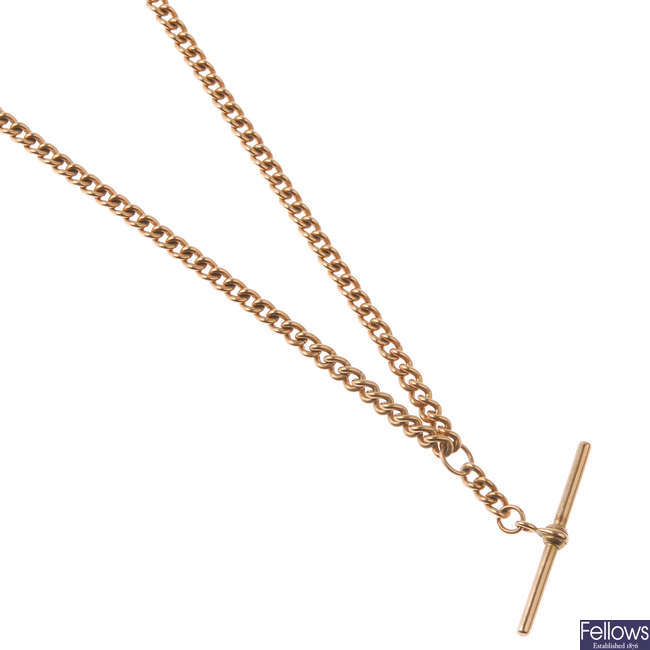 A 9ct gold chain and T-bar necklace.