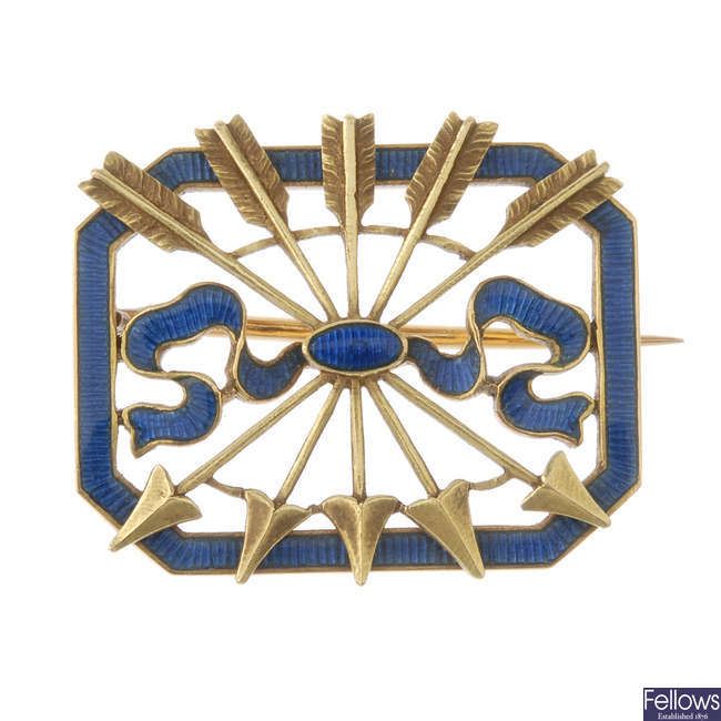 An early 20th century gold enamel brooch, depicting the Rothschild symbol.