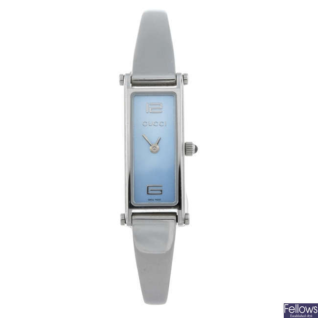 GUCCI - a lady's stainless steel 1500L bracelet watch.
