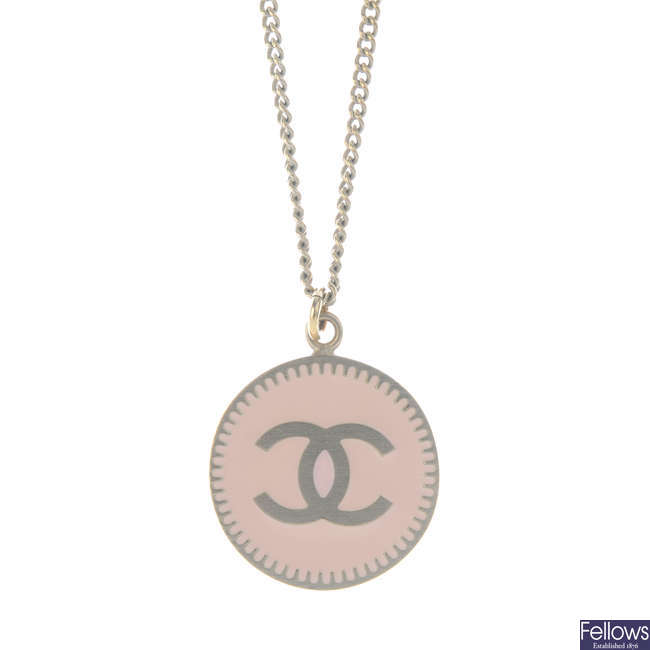 CHANEL - an enamel necklace.