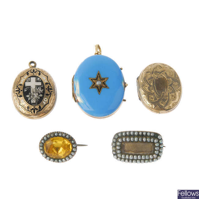 Four items of late 19th century jewellery.