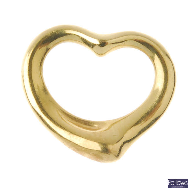 TIFFANY & CO. - an 18ct gold heart pendant, by Elsa Peretti for Tiffany & Co.