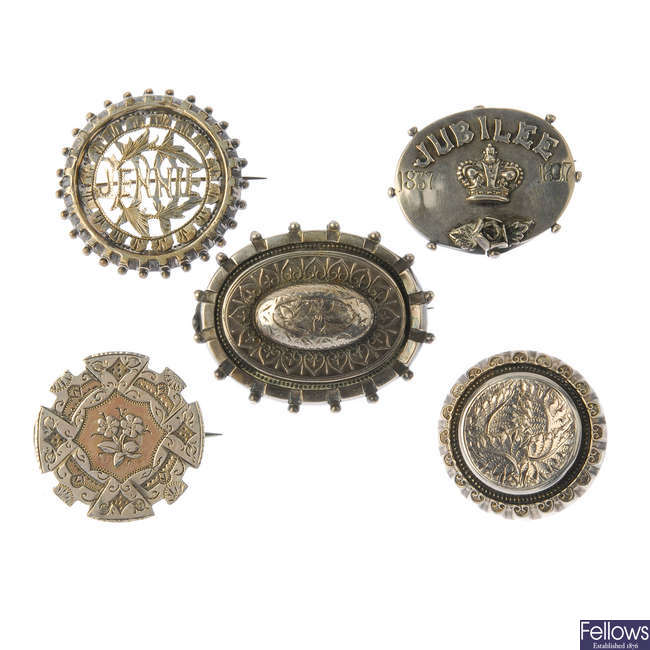A selection of late 19th to early 20th century silver brooches.