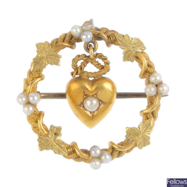 A late Victorian 15ct gold split and seed pearl lovers brooch.