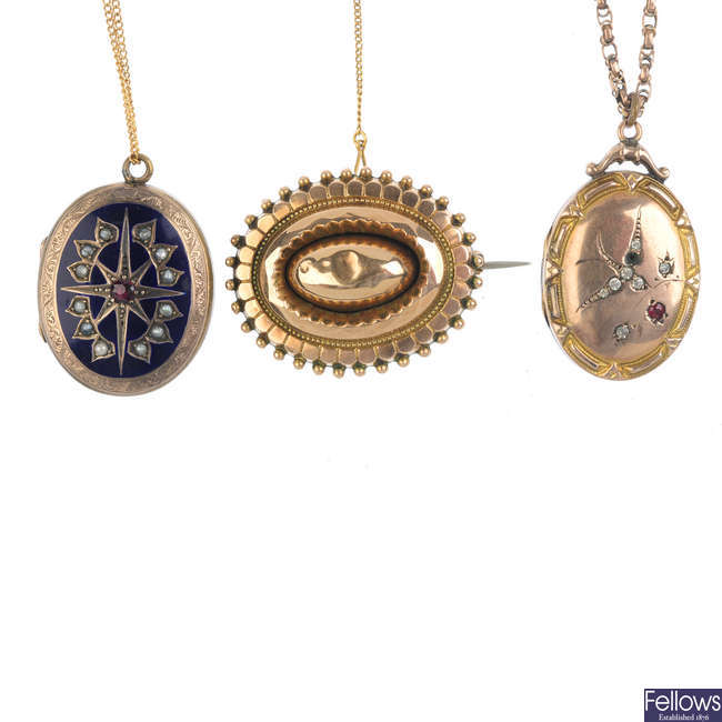 Two 9ct back and front lockets and a late Victorian 9ct gold memorial brooch.