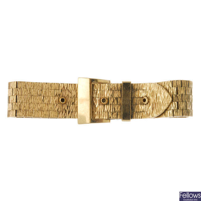 A 9ct gold buckle bracelet.